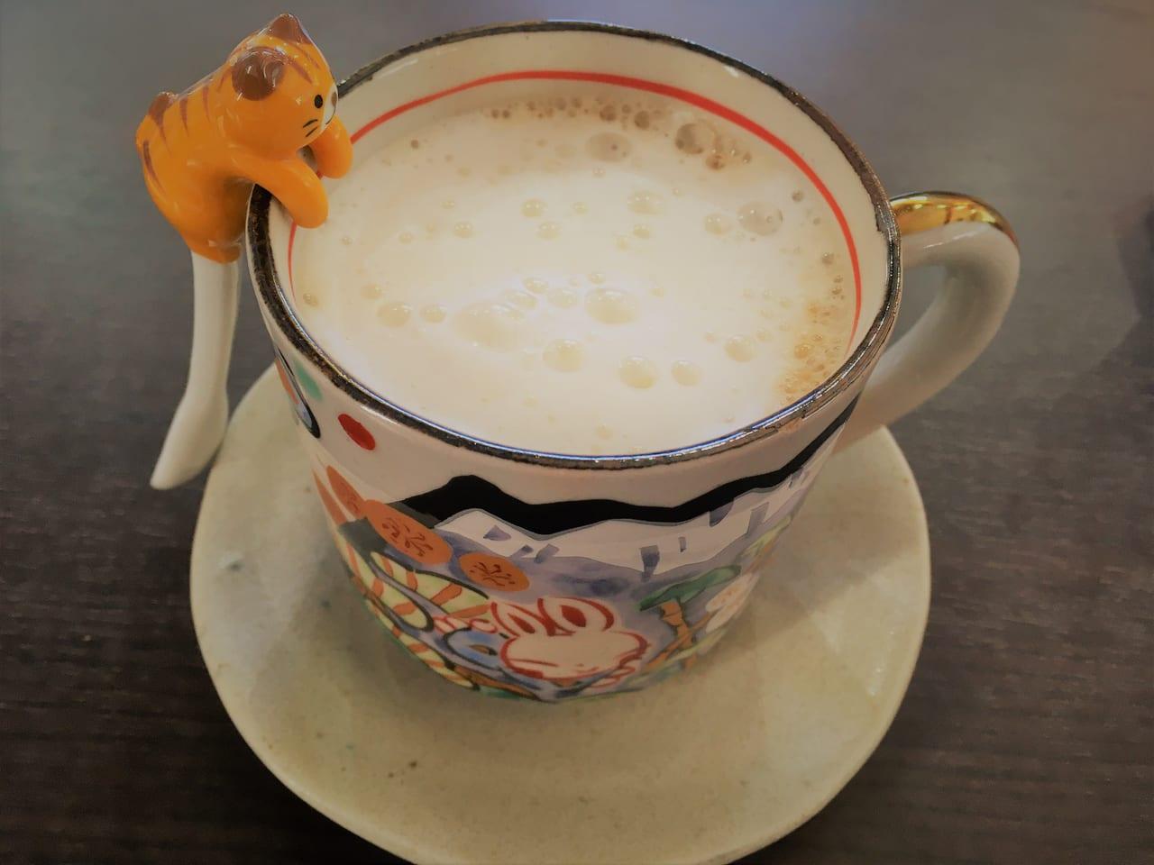 幸せ行きのカフェのカプチーノ