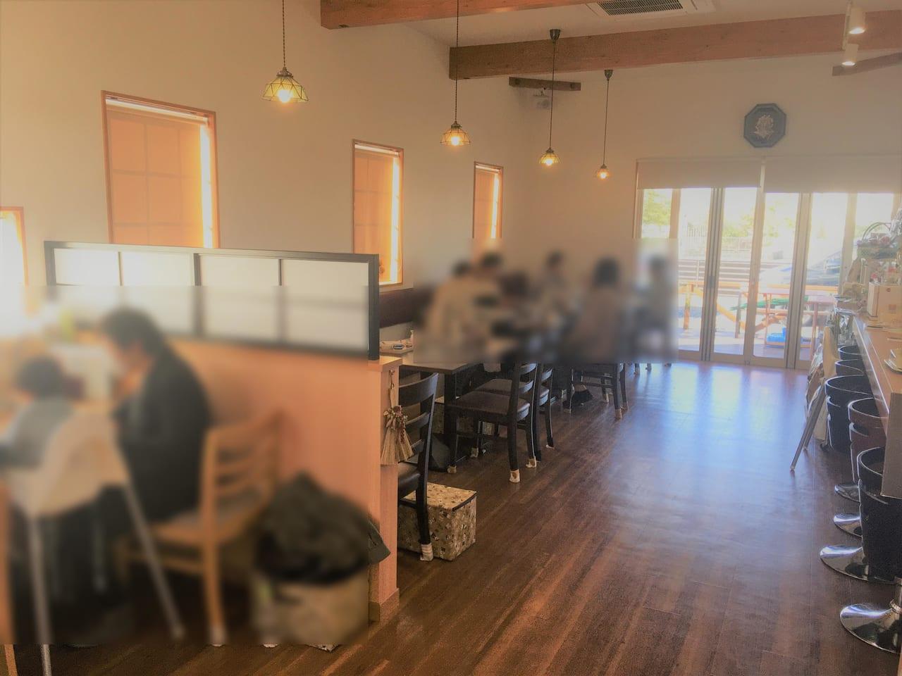 幸せ行きのカフェの内装